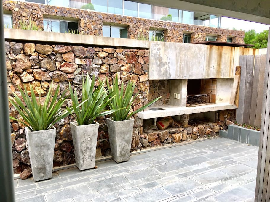 Enter the duplex trough the back Patio, with its large barbecue...