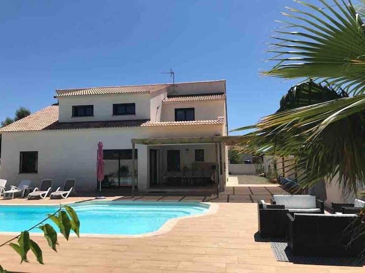 Belle villa de 2016 avec  piscine privee chauffée