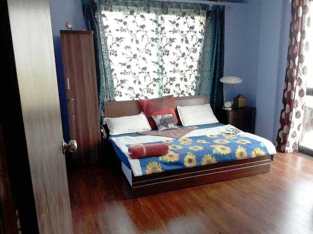MASTER BEDROOM IN A 3 BHK PENTHOUSE - Nashik - อพาร์ทเมนท์