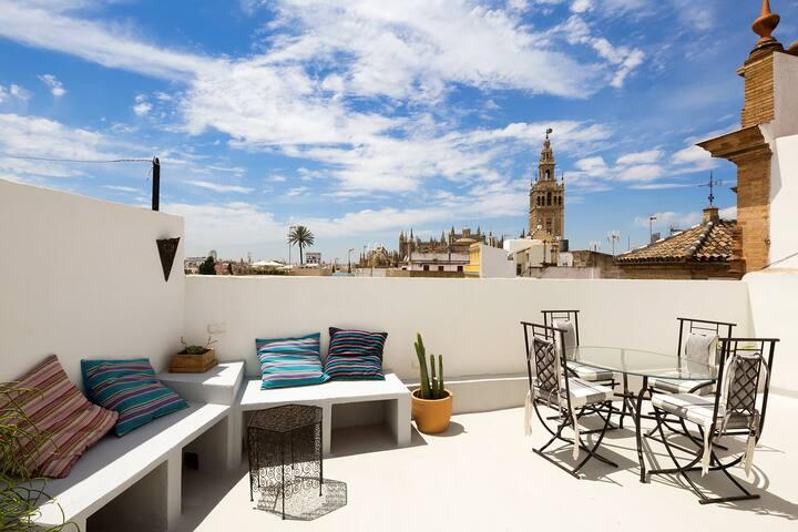 Giralda Terrace. 1 bedroom, Cathedral views