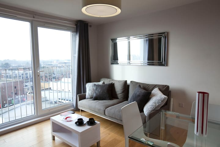 WATFORD CENTRE -  LUXURY! 2 BED / 2 BATH PENTHOUSE