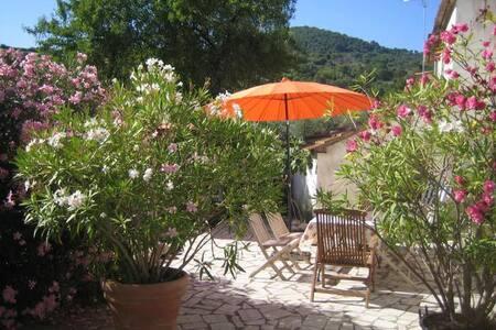 Häuschen + Terrasse/Toskana/Maremma - Polveraia - Talo