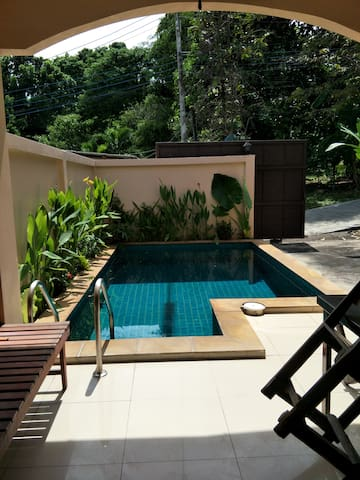 VILLA 4 PEOPLES PRIVATE POOL (500 M RAWAI BEACH).