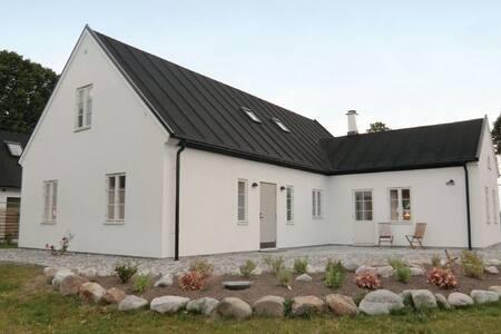 4 Bedrooms Home in Kivik - Kivik