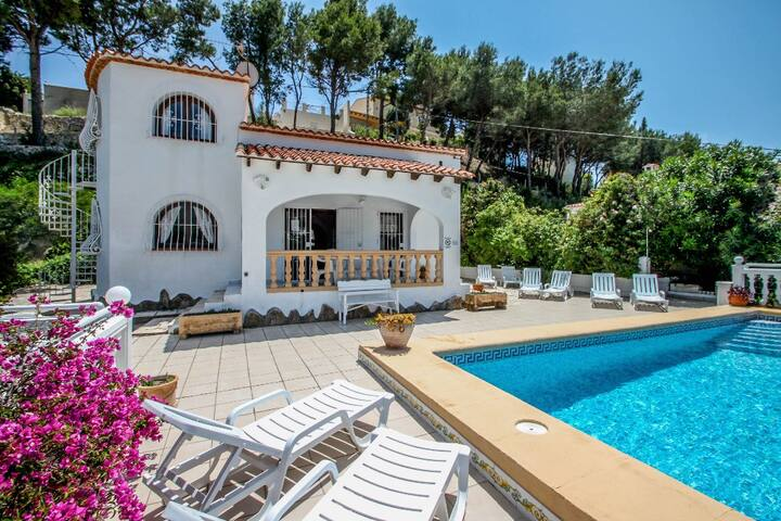 Paraiso Terrenal 4 - well-furnished villa with panoramic views by Benissa coast