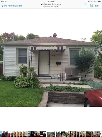 Cozy bungalow near all amenities. - Kitchener - House