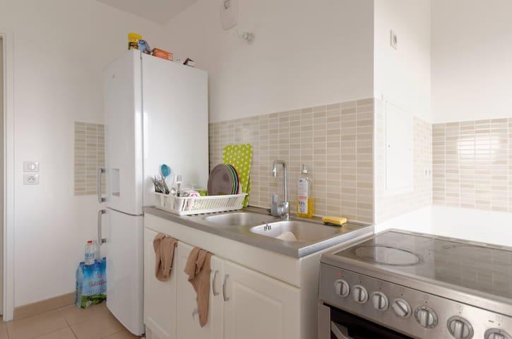 The best confortable room in La Courneuve - La Courneuve - Byt