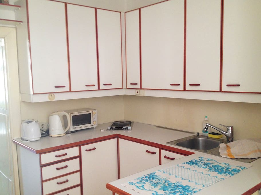 fully equipped kitchen unit