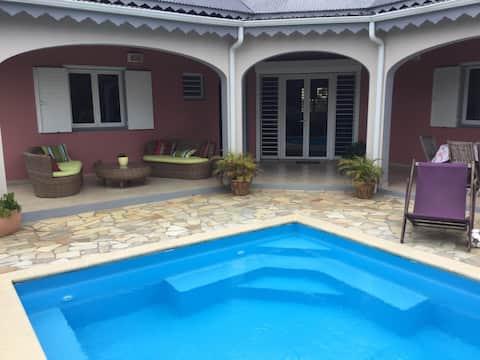 Chambre dans villa cosy