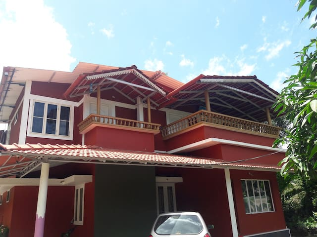 Highway Holiday Home - Kalpetta - Casa