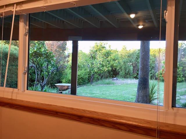 Quiet backyard view/8' to Youtube,SFO/UVdetail cln