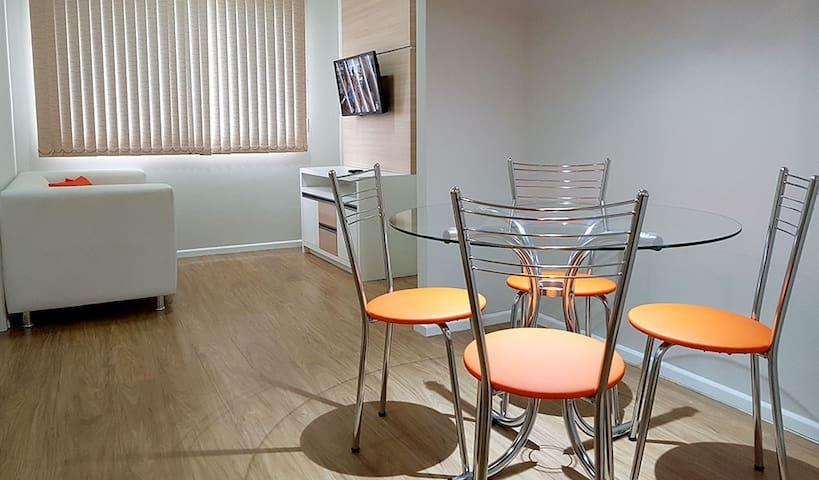 Excelente apartamento renovado, ótima localização!