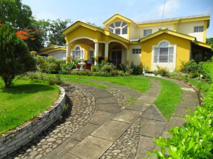 Several private rooms in Managua/Masaya border