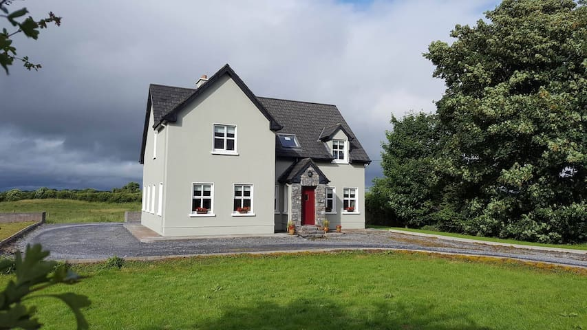 Idyllic Lakeside Country house - Ballinrobe