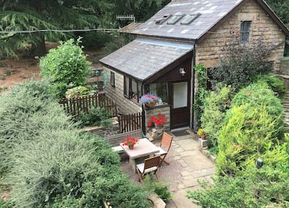 One bedroom cottage near Chinley