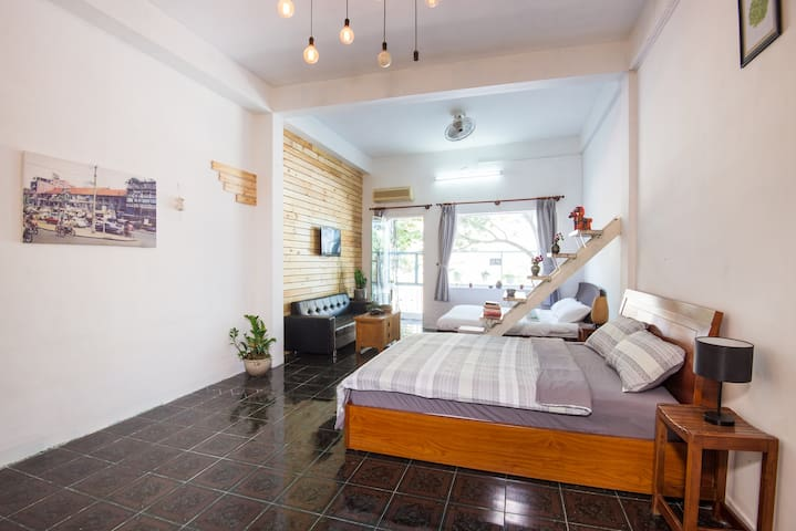 Studio with two beds fully sun sight: air conditioning