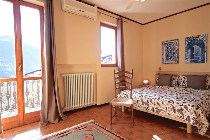 Camera 2 di 5 della casa vacanza a Brusimpiano