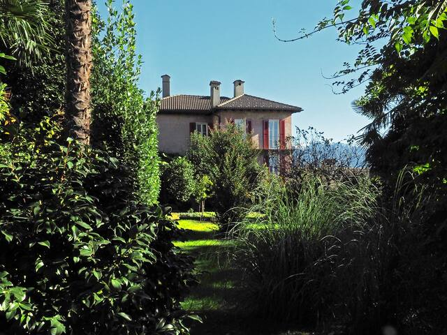 Dreamlike Rustico-Villa - Brissago - House