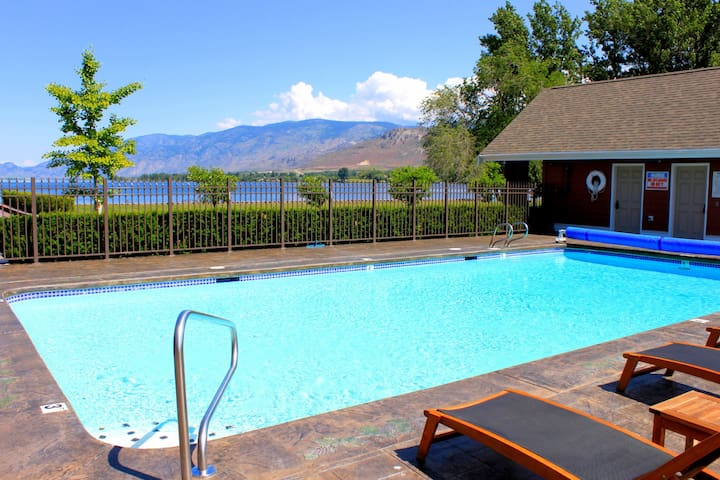 Gorgeous 3 Story Townhouse on Lake Osoyoos - Oroville - Rekkehus