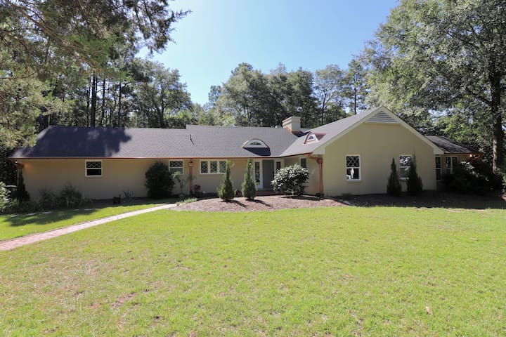 Penny Copper Cottage - 4BR/3.5 BA in the Historic Village of Pinehurst