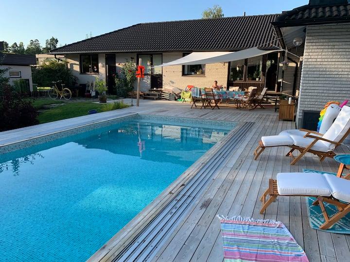 Stort och generöst hus med underbar pool