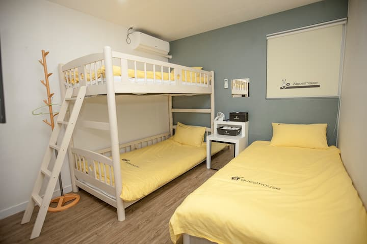 고즈넉한 한옥마을 깨끗하고 모던함이 어우러진  24게스트하우스  도미토리룸(남)