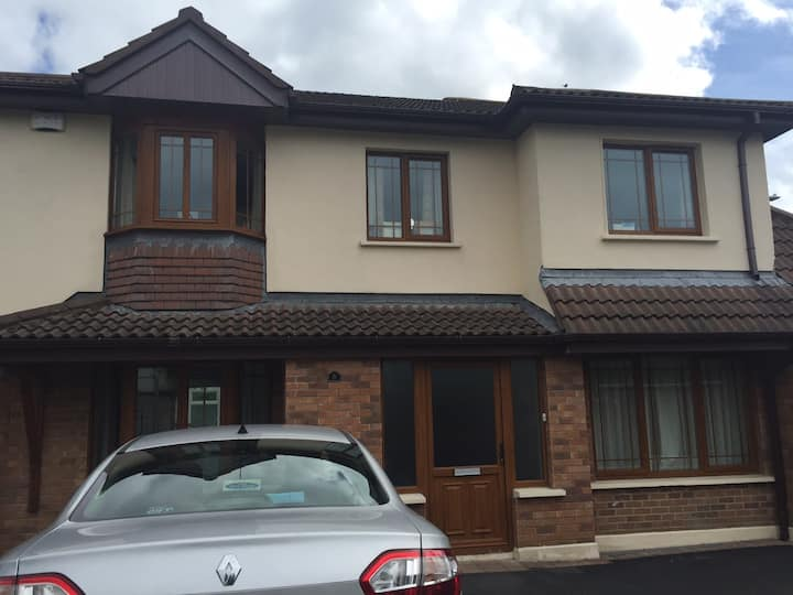 Cherrywood, Private room with ensuite luxury house