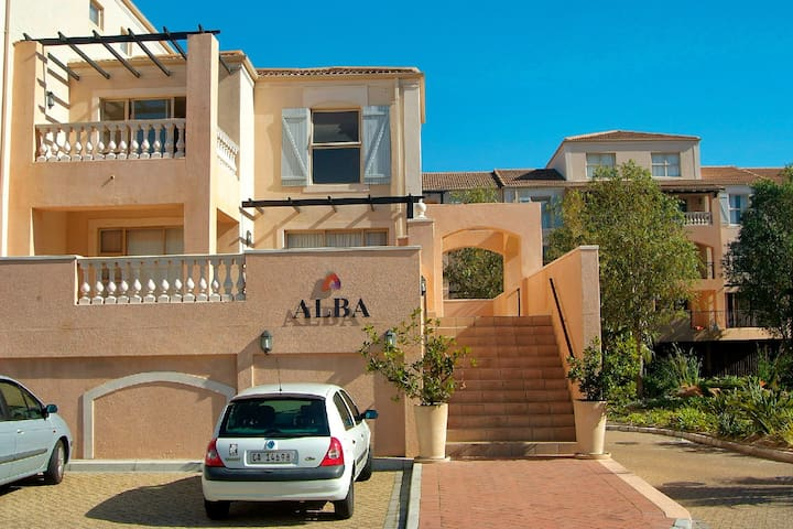 Secure apartment in garden estate - Cape Town - Apartment