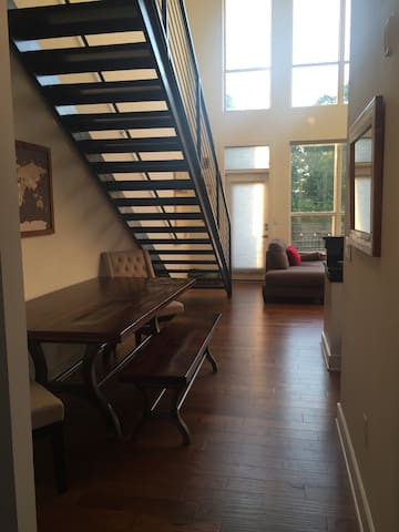 Modern loft nestled in trendy intown neighborhood - Atlanta - Loft