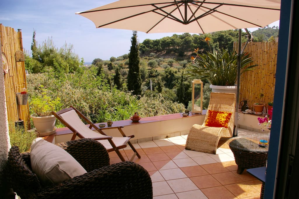 Relax and sunbathe on the terrace.