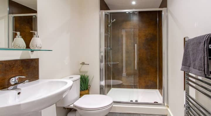 Student Only Property: Homely Classic Ensuite