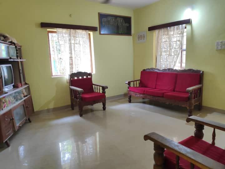 Comfy house 10 metres to Ashwem beach