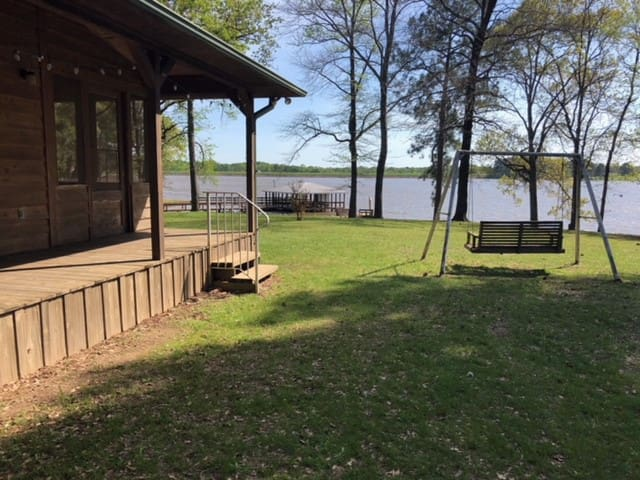 **Lakehouse Retreat in East Texas**