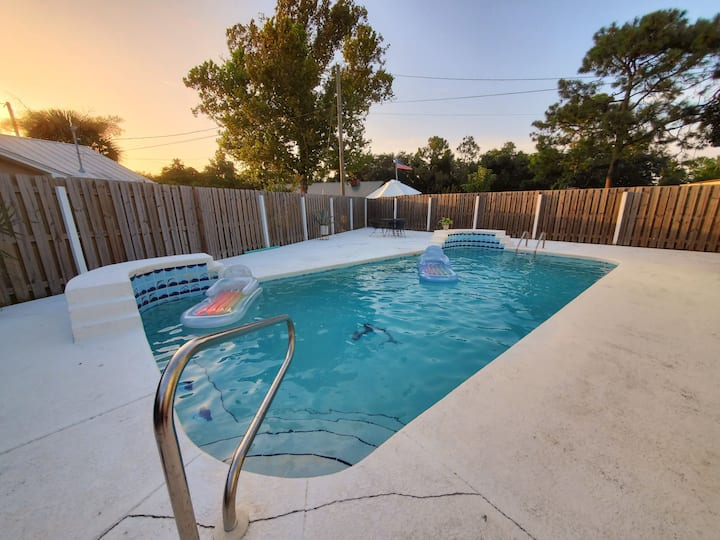 🏝️ Multi-Family Getaway w/ Private Pool