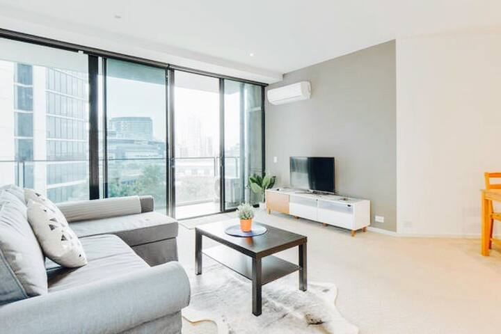 ★NEW Waterfront Apartment ★ Free Tram & Parking★