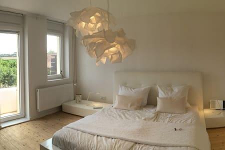 Charmantes-Design-Ferienhaus am Weinberg - Flonheim - Guesthouse