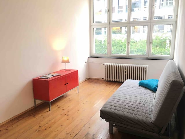 Spacious Loft in City Center (priv. Parking)