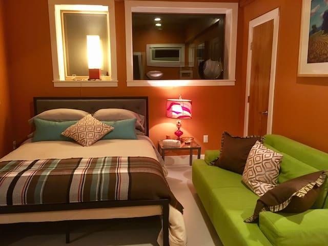 The Kiva Suite, spacious, private & amazing views.