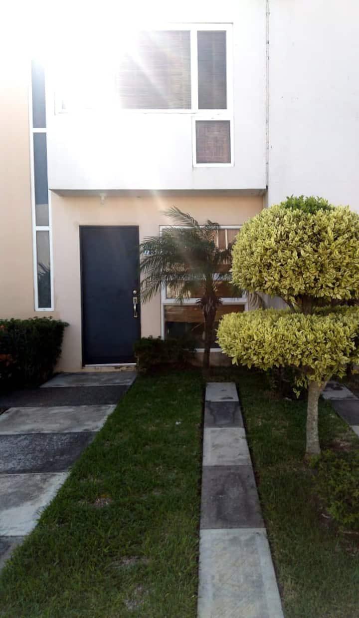 Casa con alberca en zona exclusiva del Aeropuerto