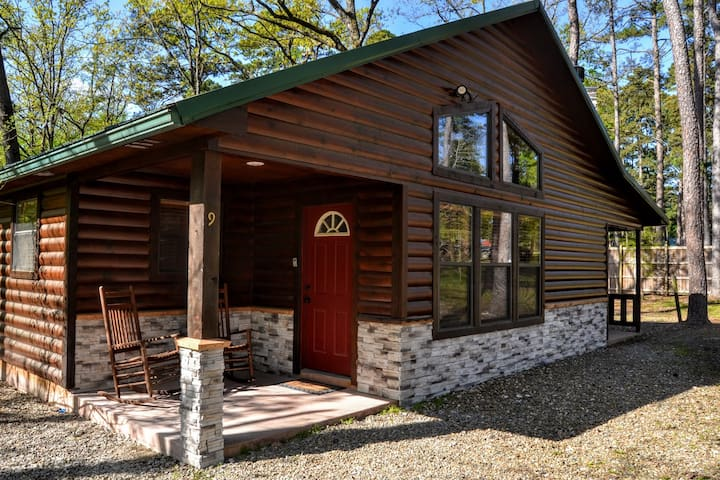 Broken Bow Cabin Close to Shopping and Restaurants