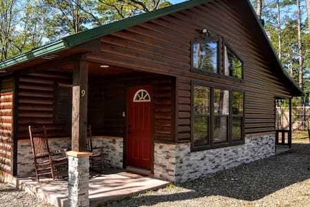 """A Charmed Life"" Luxury 2-Bd 2-Ba Cabin w/ Hot Tub"