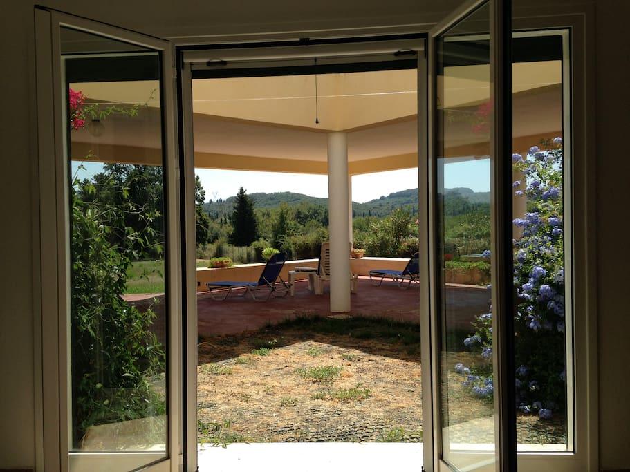 Relax nel verde tra due mari villas for rent in agios for Avvolgere completamente intorno case di log portico