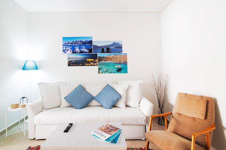 Couple / Family Getaway | Relaxing Urban Style APT