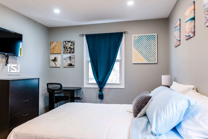 """Bedroom 2  • Central Air Conditioning Ductless • Bed Sheets  • Cotton Linens • Foam Cushing Top On Bed • Premium Bedding • Computer Station Desk & Chair • 32"""" 4K LED Smart TV with Roku & streaming access"""