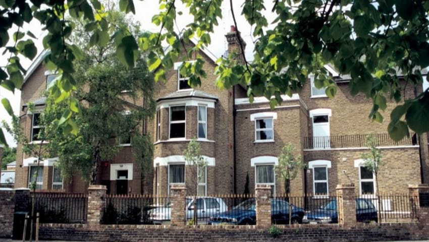 Charming 1 Bed apartment, close to Kew Gardens - Surrey - Lejlighed