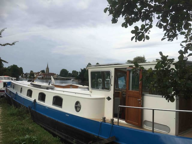3 Bed Dutch Barge in the heart of Marlow