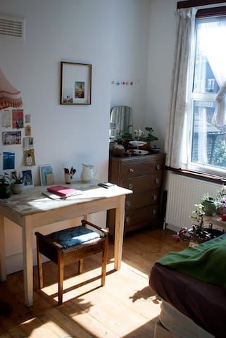 Bright and cosy Double Room in Stoke Newington - London - House
