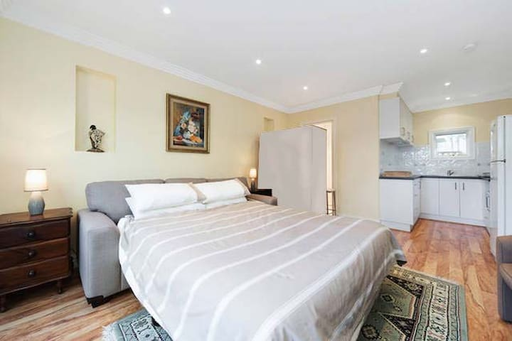 Studio/unit, beautiful gardens - Frankston South - Bungalov