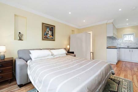 Studio/unit, beautiful gardens - Frankston South