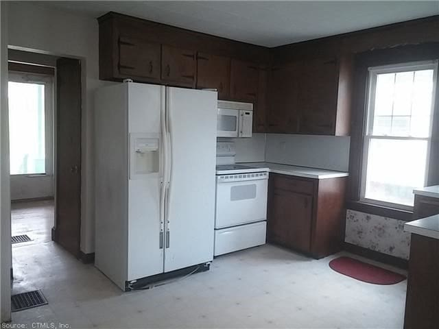 New Britain 1st floor BR Near park and CC -
